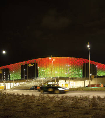 Fachada que cambia de color en Friends Arena (Suecia)